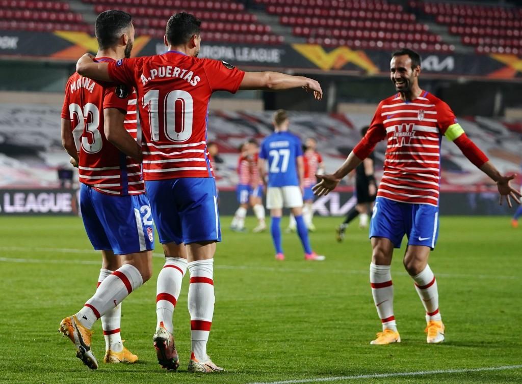Хохе Молина празднует гол в ворота Мольде