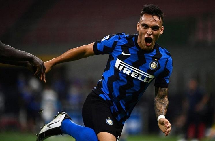 Лаутаро Мартинес празднует гол за Интер