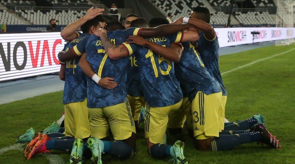 Колумбия празднует гол в ворота Бразилии на Кубке Америки